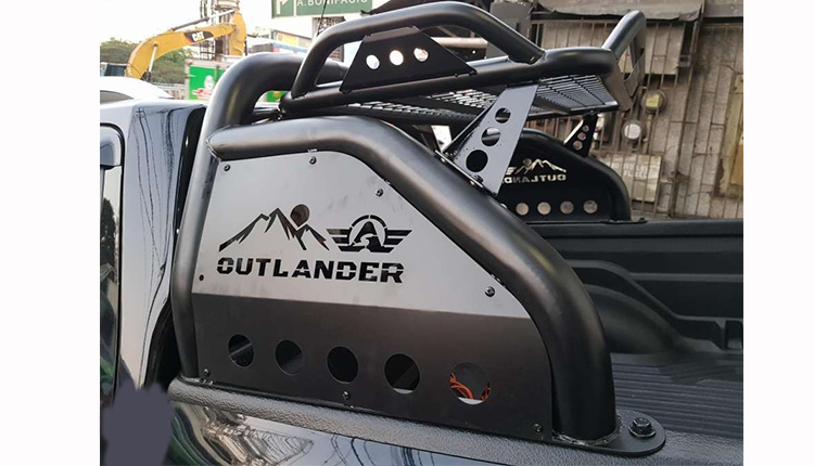 OUTLANDER WITH RACK ROLL BAR